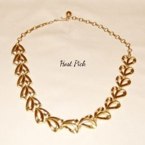 Vintage Goldtone Choker Necklace Leafy Heart #3086